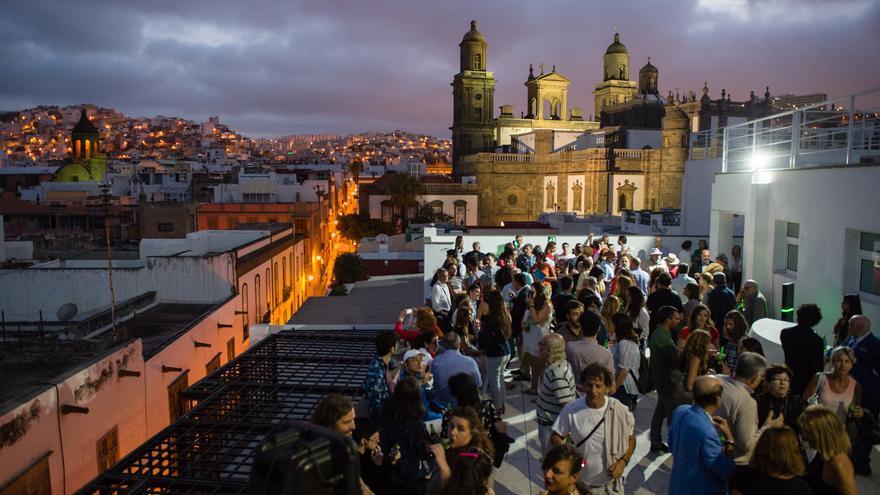 Cientos de personas abarrotan el CAAM en la inauguración de la exposición de Pepe Dámaso.