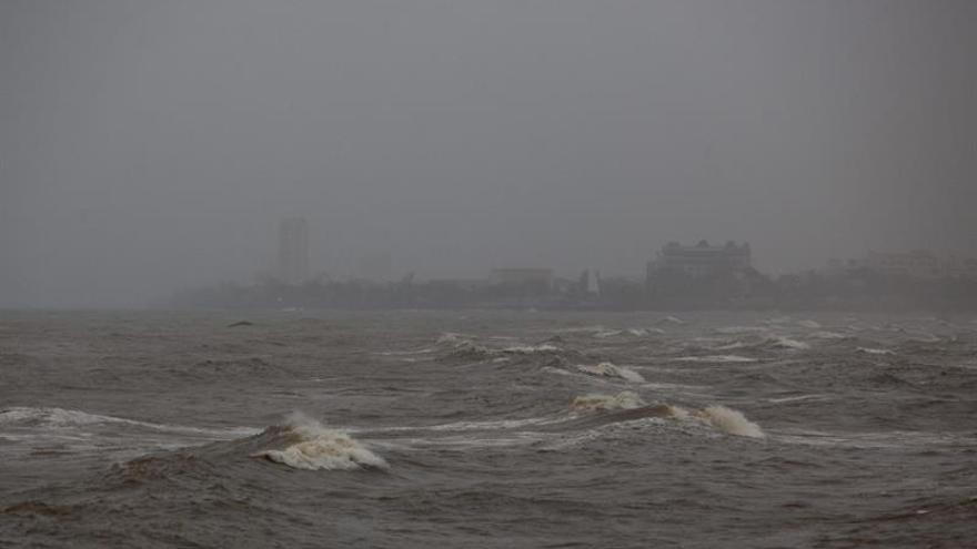 La tormenta tropical Karl se aleja de las Bermudas con dirección noreste
