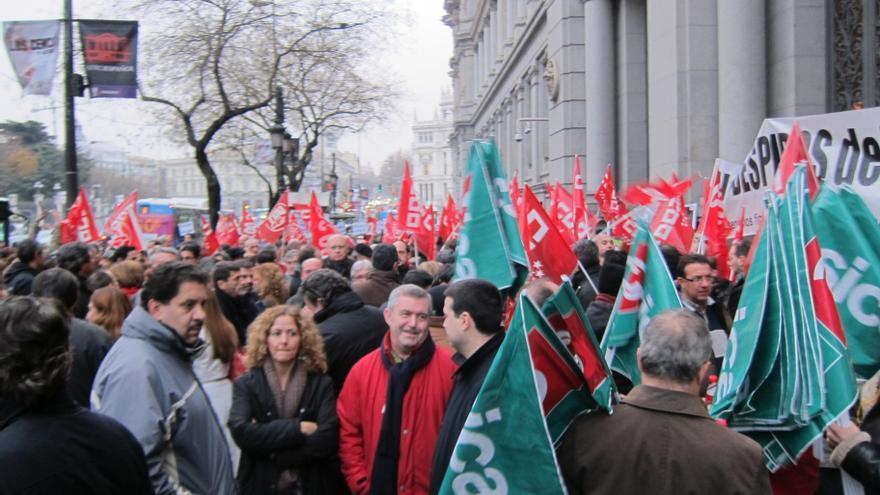 Unos 300 trabajadores de Bankia protestan ante el Banco de España con una pitada contra el ERE en la entidad