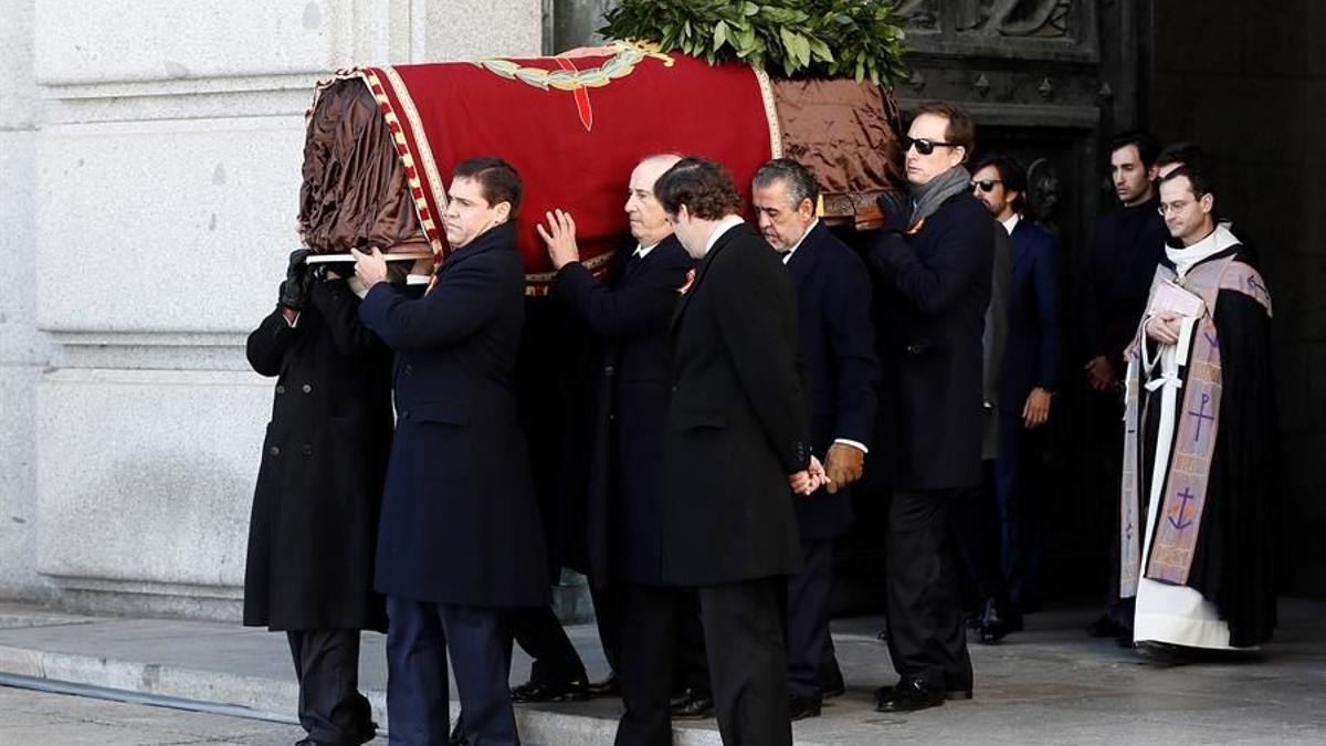 La familia Franco saca los restos del dictador del Valle de los Caídos
