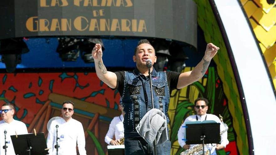 El cantante puertorriqueño Manny Manuel en su concierto en Las Palmas de Gran Canaria. EFE/Quique Curbelo.