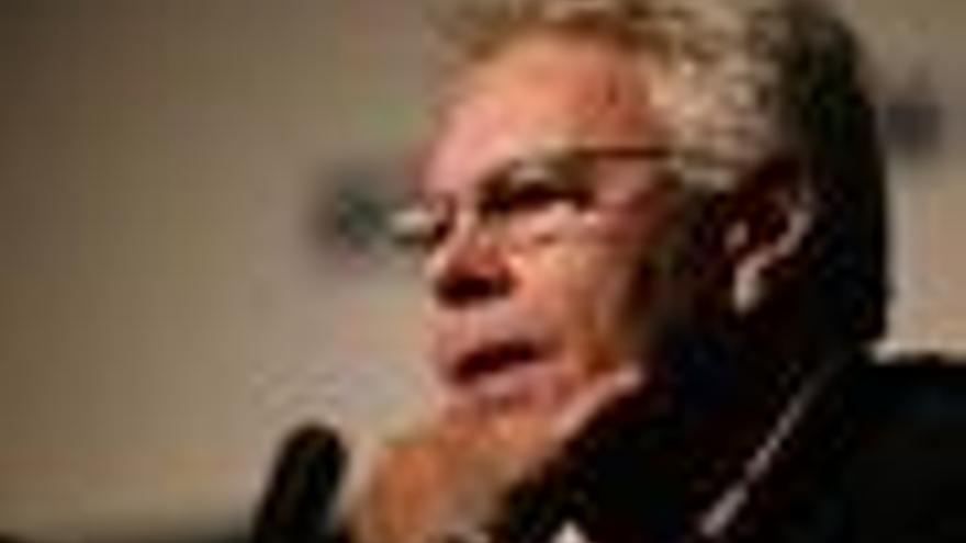 Felipe González alerta de que se está incubando otra crisis financiera por ausencia de reformas