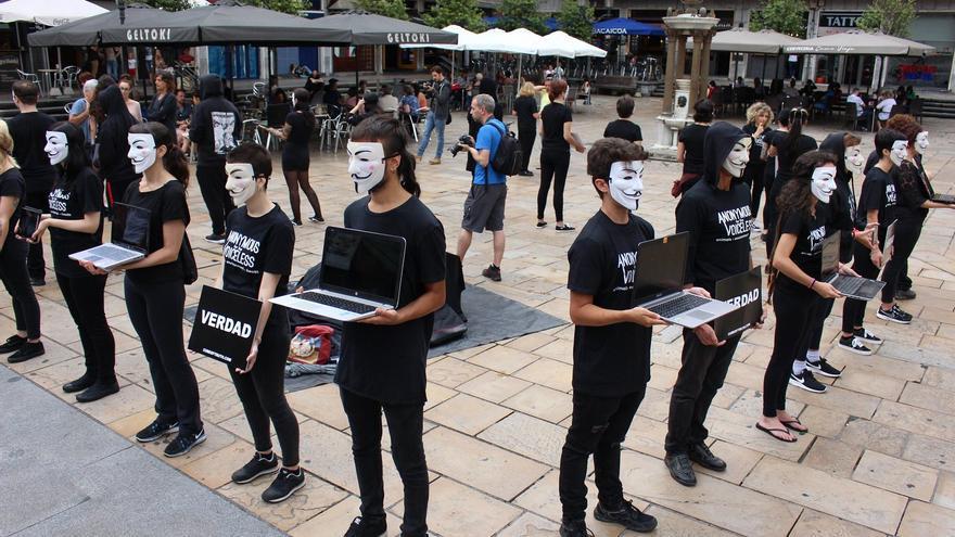 Performance de activistas antiespecistas en Bilbao