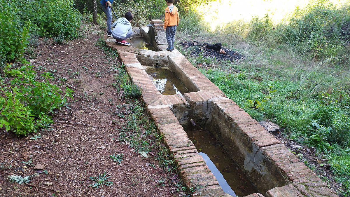Fuente del Oso o de los Cinco Pilones, ubicada en la Vereda de Trassierra y recuperada recientemente por el Grupo de Voluntarios de las Siete Fincas.