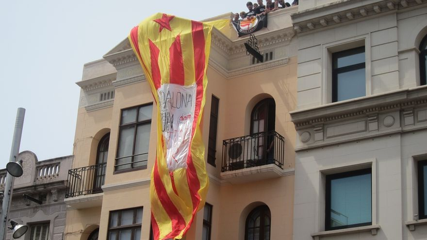 Alcaldes y concejales de unos 300 ayuntamientos de Cataluña prevén acudir a trabajar este martes, día de la Constitución