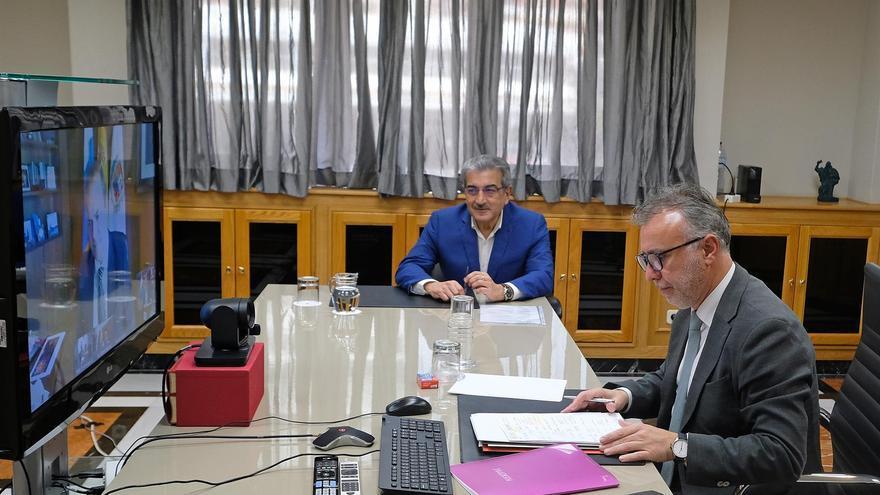 El presidente del Gobierno de Canarias, Ángel Víctor Torres, y el vicepresidente y consejero de Hacienda, Román Rodríguez