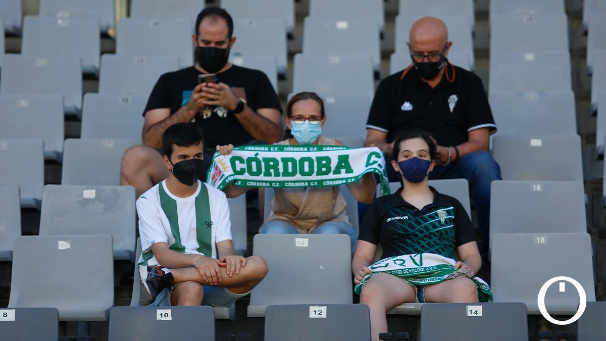 Aficionados del Córdoba durante un encuentro en El Arcángel