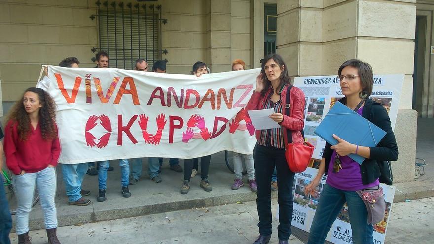 Los ocupas de la antigua sala Endanza piden a la Junta que aplique la Ley de Vivienda y expediente a la Sareb
