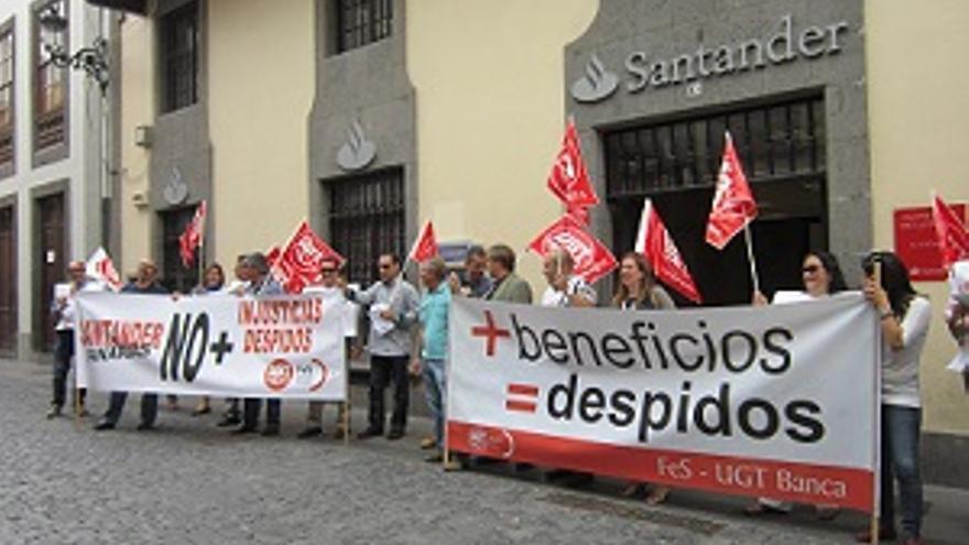 protestas por el despido de trabajadores del santander