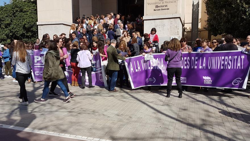 La Universidad de Valencia, estudiantes y sindicatos rechazan la violencia machista