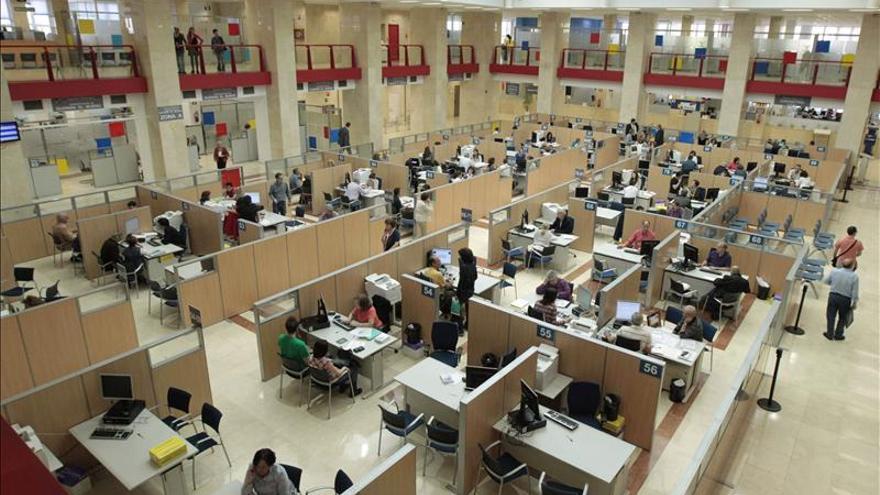 Más de 2.300 parados trabajaban en las administraciones hasta abril
