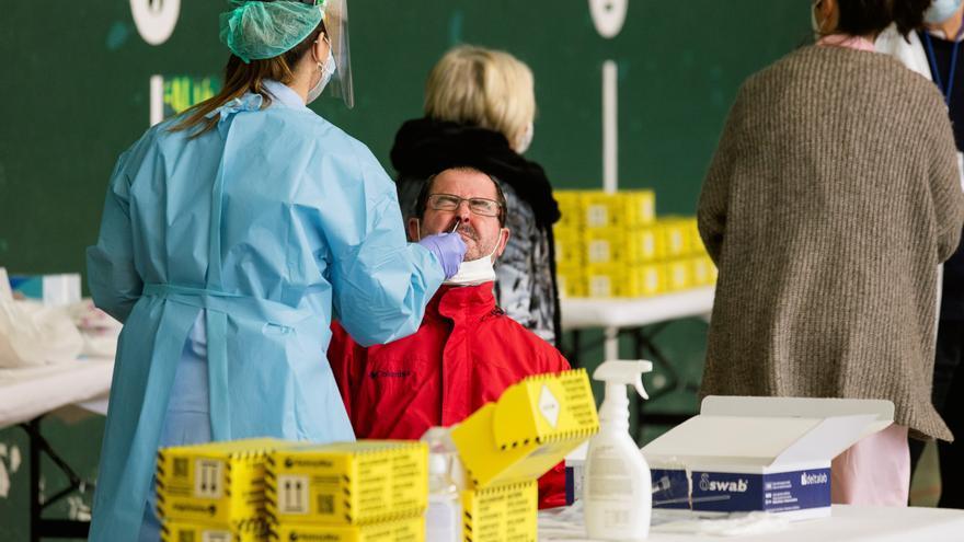 Canarias notifica cuatro muertes más por COVID y suben los contagios diarios a 192