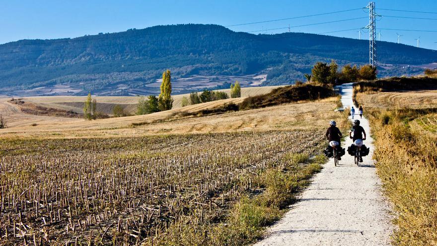 Camino de Santiago entre Cizur Menor y el Alto del Perdón. VIAJAR AHORA