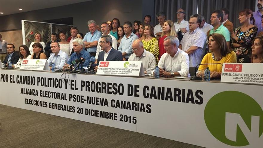 El PSC-PSOE y NC han firmado este domingo la alianza con la que concurrirán a las elecciones generales. (Europa Press).