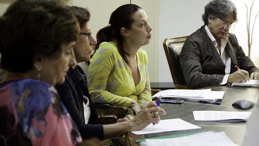 La vicepresidenta del Gobierno de Canarias y consejera de Empleo, Patricia Hernández (c), en un momento de la reunión del Consejo General de Empleo celebrada hoy. EFE/Ramón de la Rocha