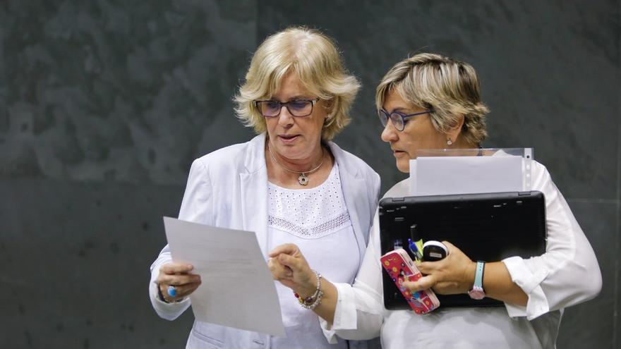 Miren Aranoa y Marisa de Simón, en el Consejo Escolar de Navarra