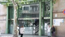 El Supremo declara improcedente el despido de una limpiadora interina del Hospital Clínic que firmó 242 contratos