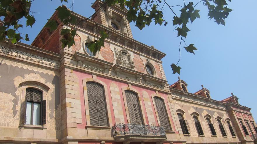El pleno del Parlamento catalán admitirá a trámite la ley de consultas la semana que viene