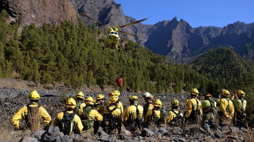 Momento de despegue para prueba de carga de agua en el interior del Parque Nacional de La Caldera de Taburiente. Foto: PARQUE NACIONAL.