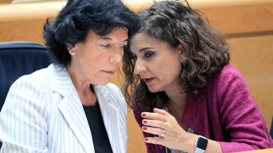 """Celaá dice que Gobierno mantiene a Delgado porque le tiene """"confianza plena"""""""