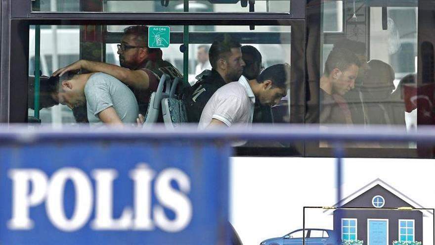 """Turquía detiene a 151 militares, empresarios y funcionarios por """"gülenistas"""""""