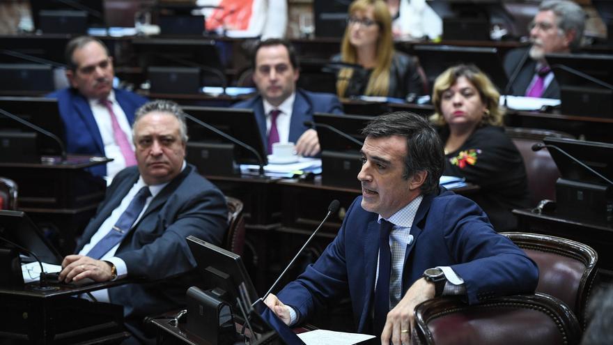 Esteban Bullrich (Cambiemos) abrió la sesión defendiendo los presupuestos de Macri