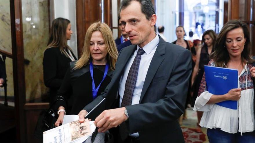 Pedro Duque inicia sus contactos con las universidades españolas en Salamanca