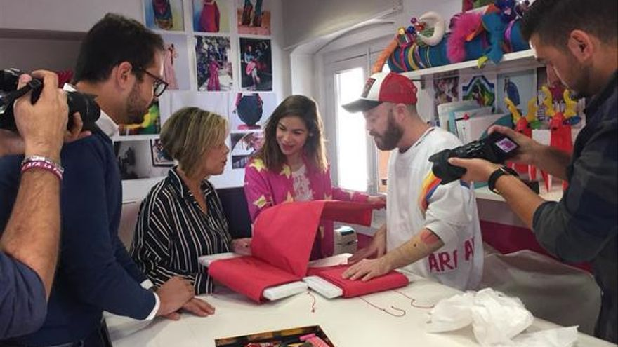Muestra de la seda en el taller de Agatha Ruiz de la Prada.