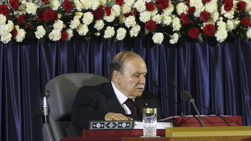 Buteflika aparece en Argel tras supuesta enfermedad y recibe a 4 embajadores