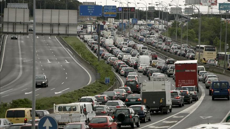 Retenciones de 25 kilómetros para salir de Madrid por la A-1
