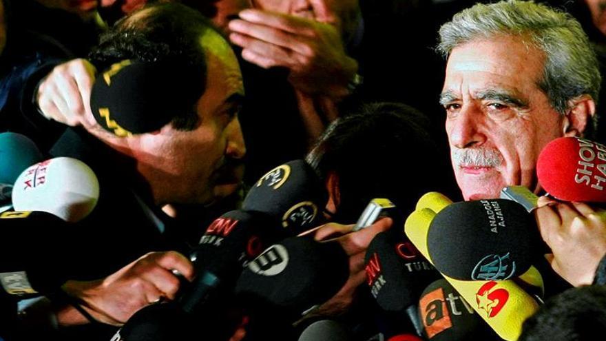 Intervienen otros tres ayuntamientos kurdos en Turquía y detienen a un alcalde