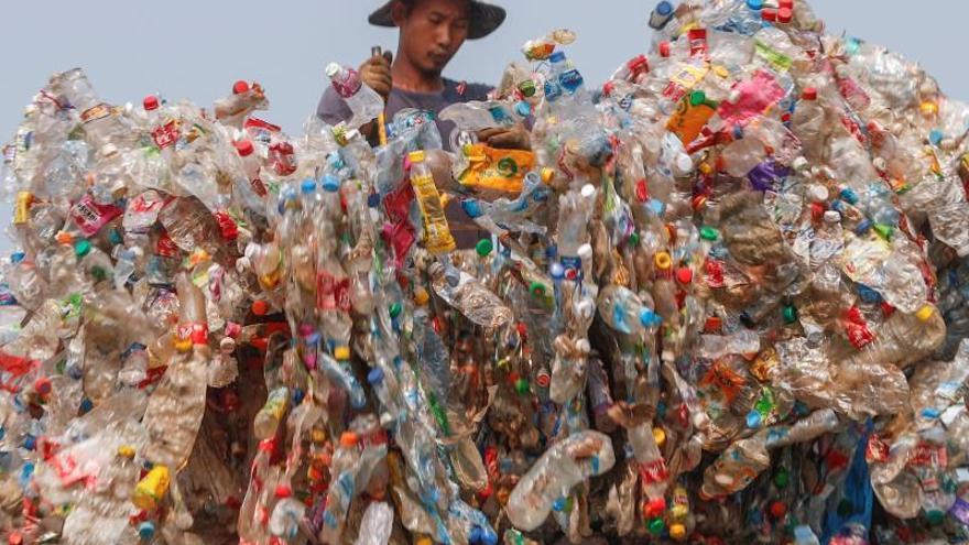 El difícil camino de Tailandia para abandonar su adicción al plástico