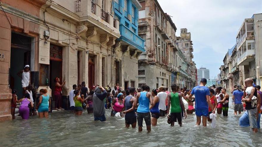 Pasada la tensión del Irma, los cubanos se desquitaron con humor y conga