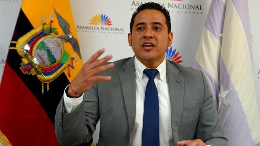 "Tratan de impedir a ""huevazos"" las denuncias de corrupción contra Lenín Moreno"