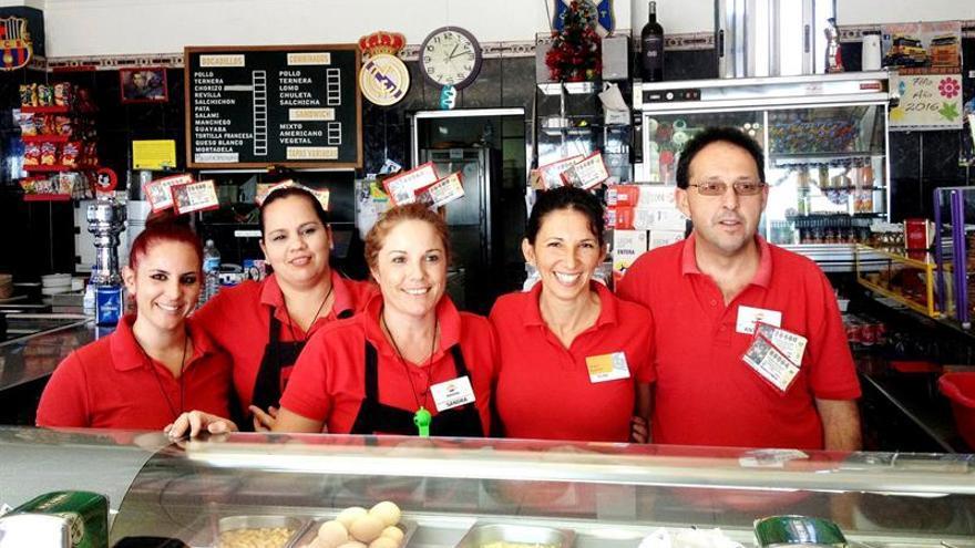 La gasolinera Chasnera de Granadilla lleva tres años consecutivos repartiendo premios de Lotería de Navidad