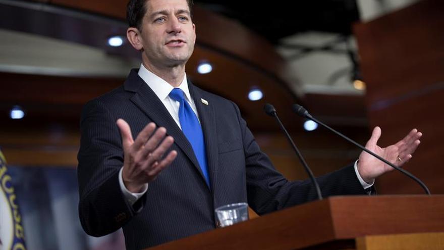 Demócratas piden a Ryan que el Congreso investigue los intereses económicos de Trump