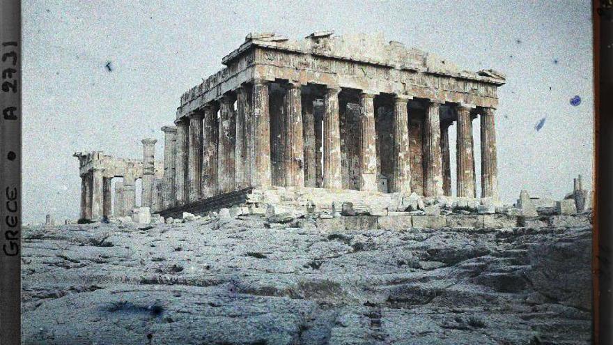 Grèce, Athènes, L'ensemble du Parthénon éclairé au soleil
