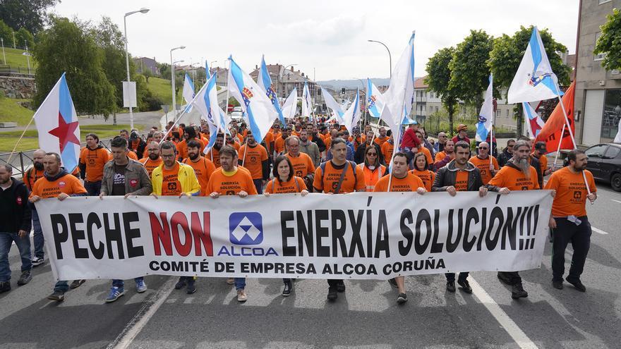 Personal de Alcoa en A Coruña, en una de sus movilizaciones contra el cierre
