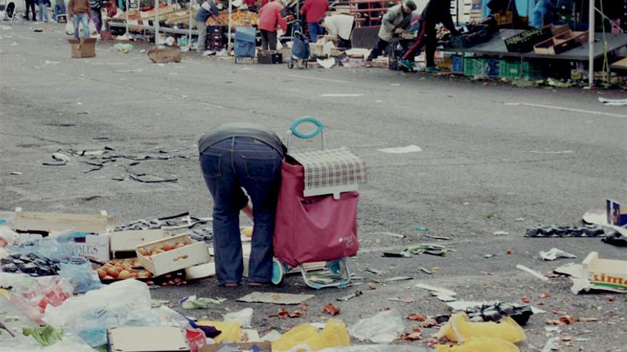 Los vecinos retratan la realidad alimentaria de su barrio / Julio Ahijado