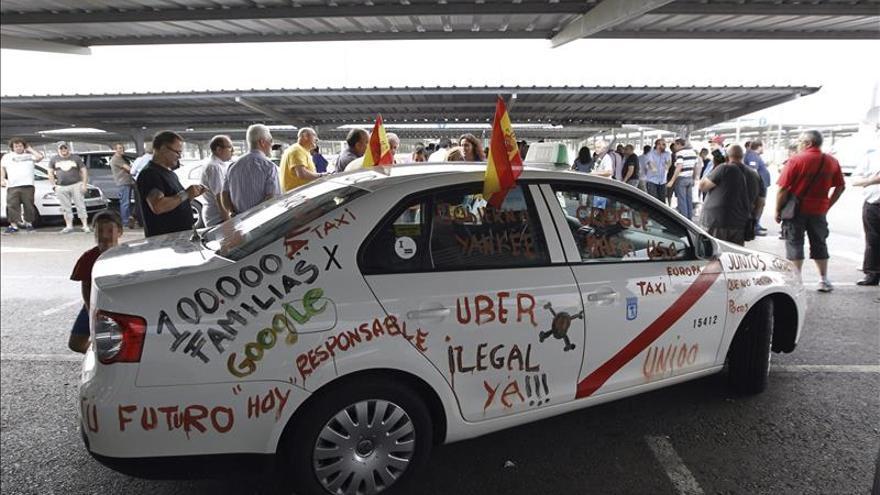 Uber critica a España por no castigar la violencia de los taxistas contra la empresa