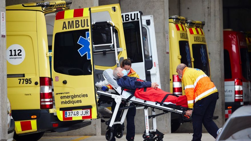 Cataluña supera los 3.000 hospitalizados por la covid, aunque el virus retrocede