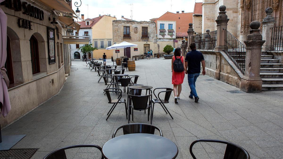 Una terraza en una calle de Aranda de Duero. EFE/ Paco Santamaria/Archivo