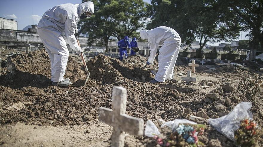 Primero faltó espacio para tumbas, ahora falta en Brasil lugar en las morgues para los cadáveres