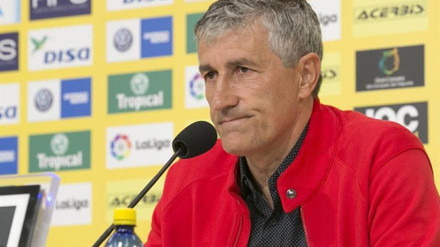 El entrenador de la UD Las Palmas, Quique Setién, anunciando que no va a renovar su contrato con el equipo canario. EFE/Quique Curbelo