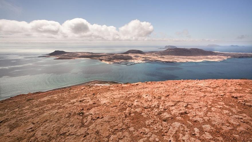 Vista del Archipiélago Chinijo desde Lanzarote: La Graciosa, Montaña Clara y Alegranza