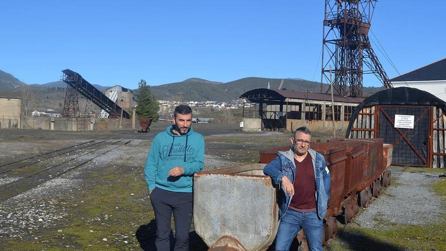 Los hermanos Borja y Paul Martínez Maceda, mineros prejubilados tras 22 años de trabajo en la mina de Fabero.