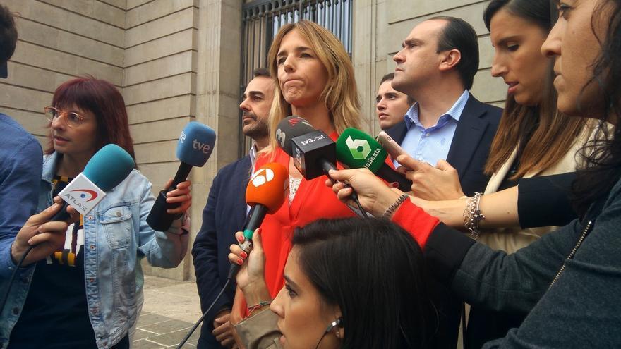 "Estibadores insultan a Álvarez de Toledo, que se encara con ellos y denuncia una ""huelga golpista e inútil"""