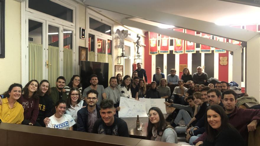 Reunión de jóvenes de Castilla y León expulsados en la catedral, en la Casa de Zamora de Madrid.