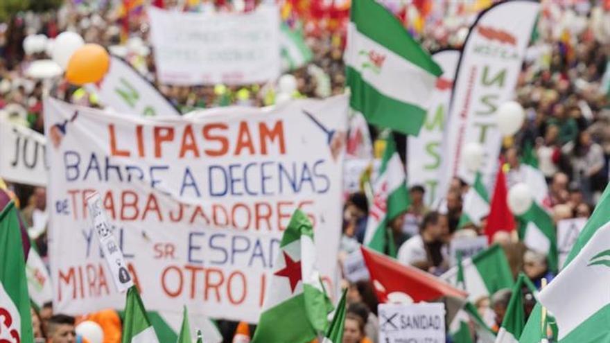 Miles de personas secundan en Sevilla la Marcha por la Dignidad