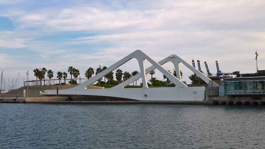 Uno de los brazos del puente del puerto, tras la restauración